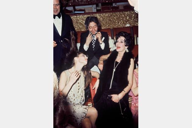Lors d'une soirée à Paris avec sa mère Judy Campbell et Serge Gainsbourg