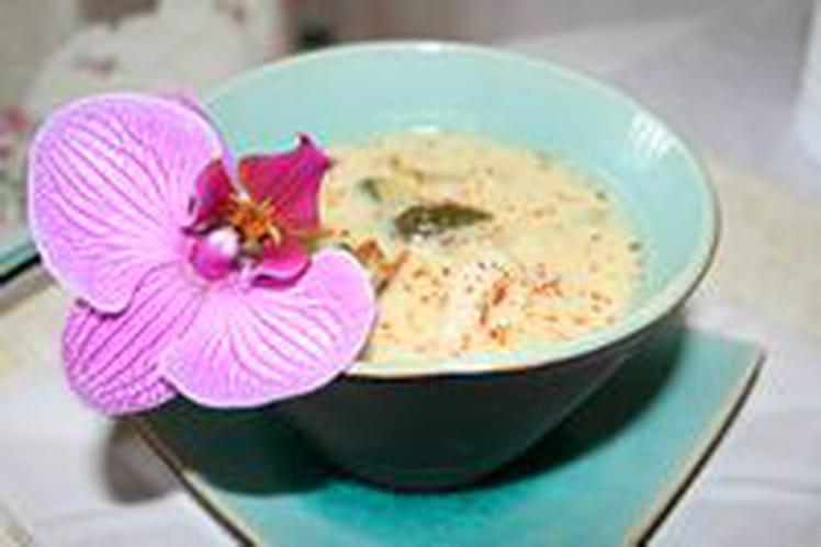 Soupe thaï au poulet et à la citronnelle