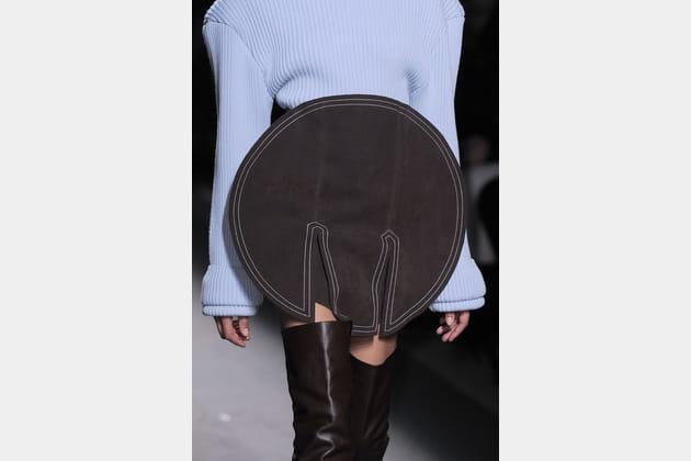 La ceinture sphère en tissu XXL du défilé Jacquemus