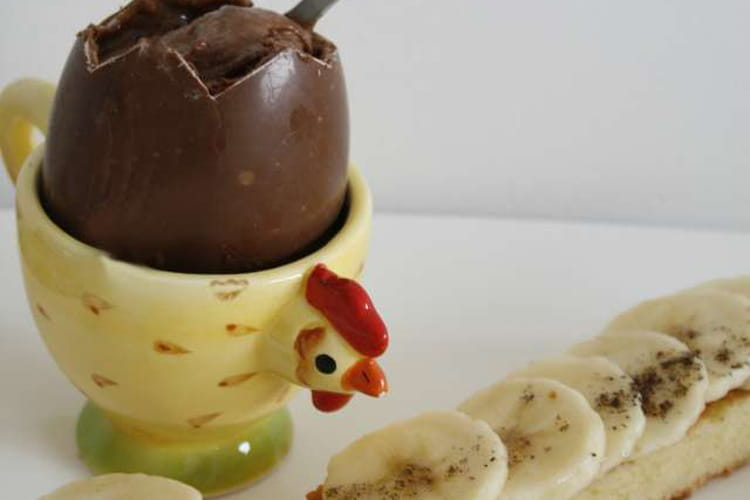 Oeuf choco-coque et ses mouillettes rhum-banane