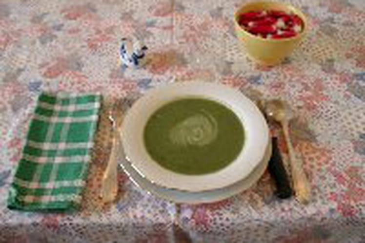 Soupe aux fanes de radis et pomme de terre