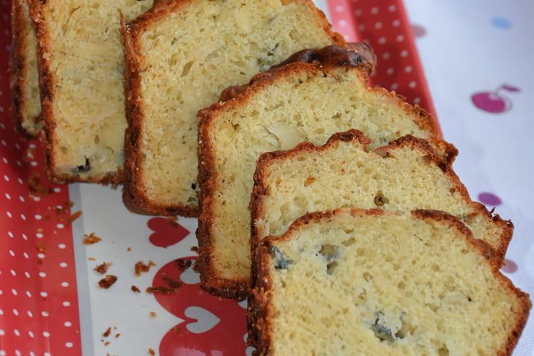 Cake au roquefort, miel et amandes effilées