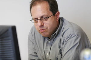 henry pawin est dermatologue à paris et membre du groupe experts acné.