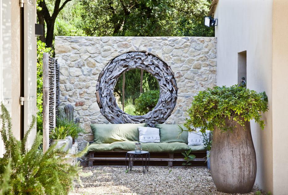 Salon de jardin en palettes esprit récup'