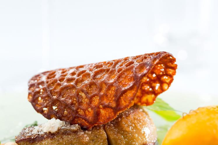 Foie gras poêlé en croûte de noix de coco, sorbet et compotée de mangue à la vanille de Papouasie