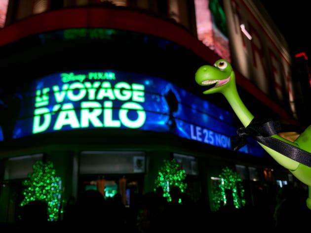 """Arlo à l'avant-première du """"Voyage d'Arlo"""" au T-Rex"""