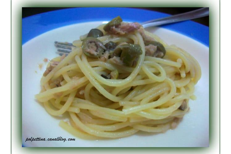 Spaghetti, thon, olives et câpres