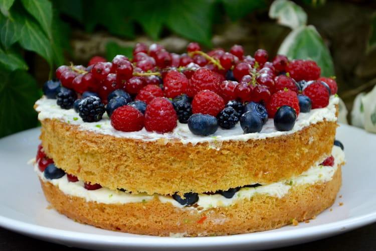 Gâteau aux fruits rouges et à la mousse de mascarpone