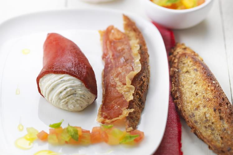 Piquillos farcis au Tartare Poivre et Fines Herbes, vierge de tomate