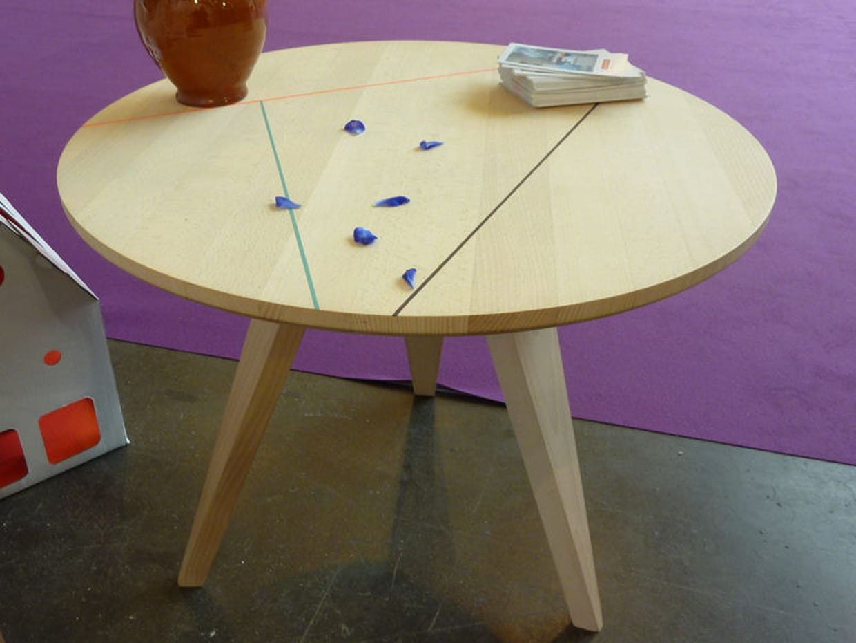 table basse de studio roof. Black Bedroom Furniture Sets. Home Design Ideas