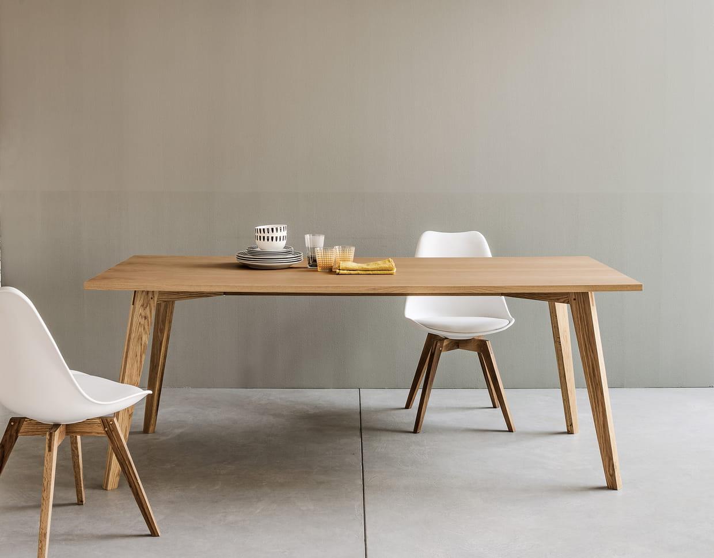 table sixteen en ch ne de fly. Black Bedroom Furniture Sets. Home Design Ideas