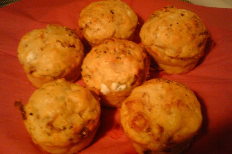 Muffins au chèvre, tomates séchées et poitrine fumée