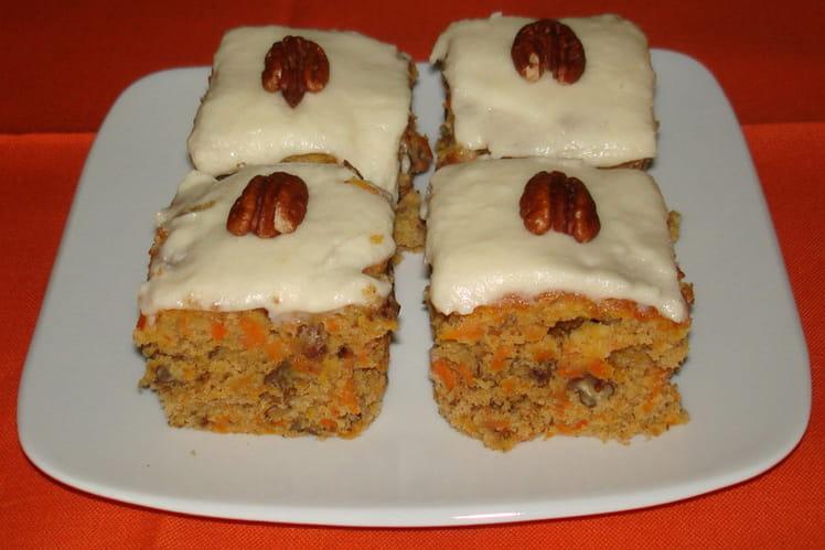 Carrot cake aux noix de pécan et glaçage au fromage