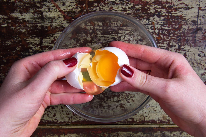 Comment bien casser un œuf?