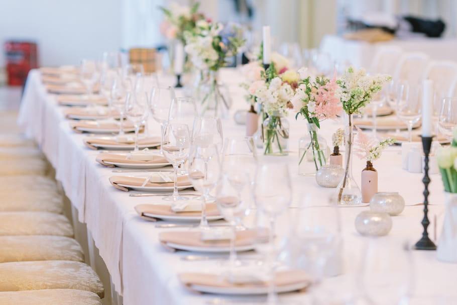 Décoration de mariage: déco de table, salle, cérémonie, voiture