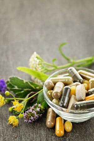les médicaments auxplantes ne sont pas sans danger et comprennent des