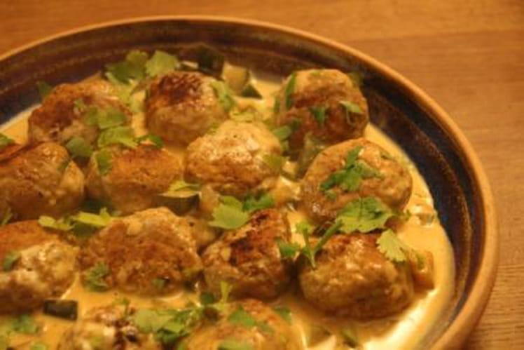 Boulettes grillées au curry sauce courgettes