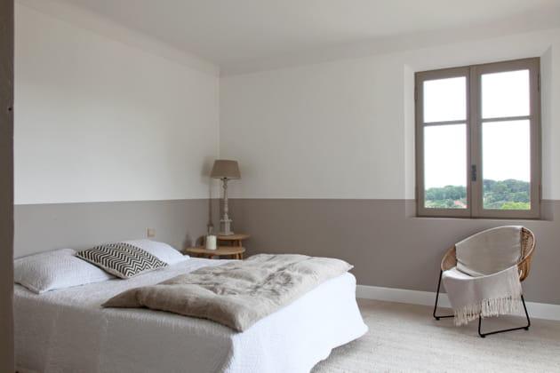 Calme et douceur pour une chambre taupe