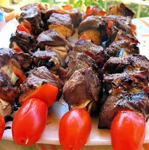 brochettes de bœuf marinées et ses petits légumes