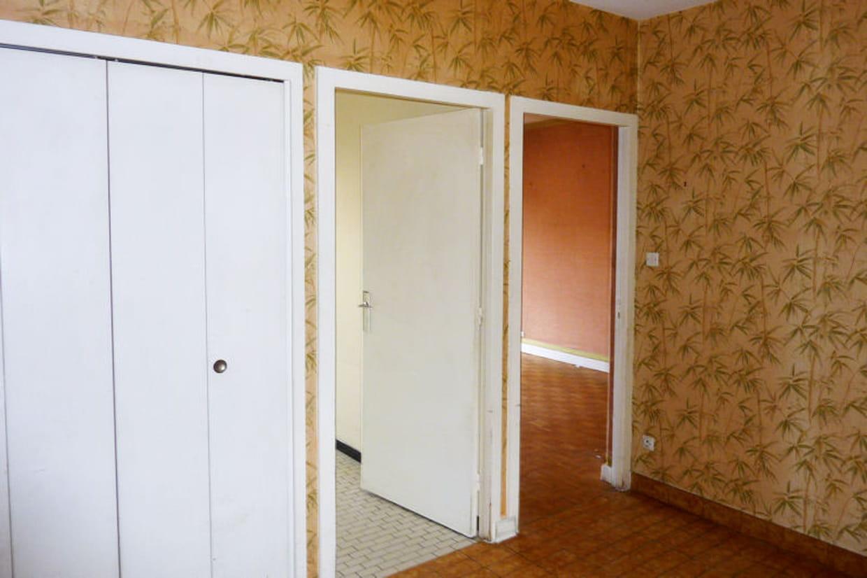 Avant un papier peint ancien for Papier peint de renovation