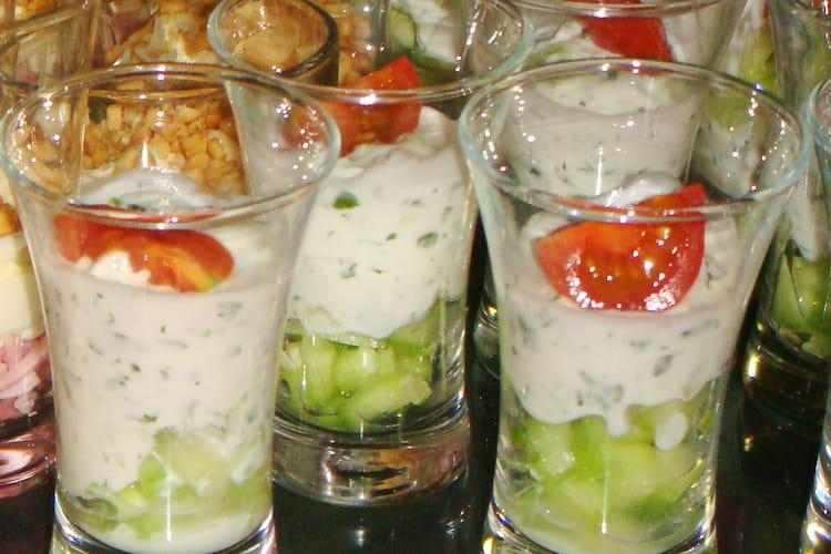 Verrines express concombre, tzaziki, tomate cerise