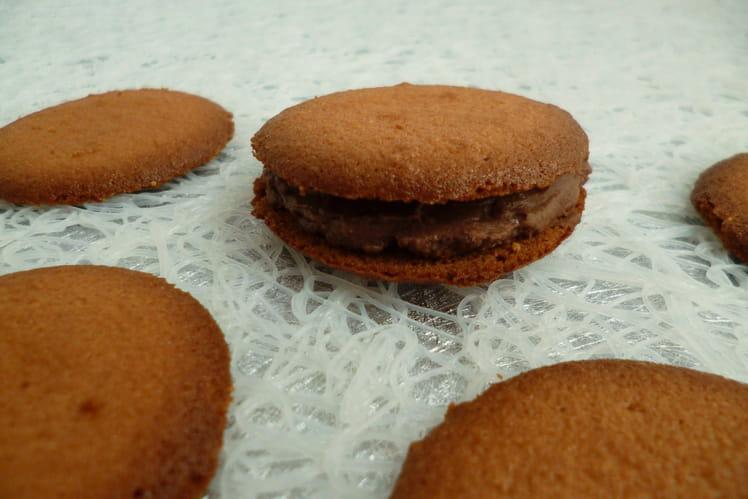 Tuiles framboise fourrées au chocolat noir
