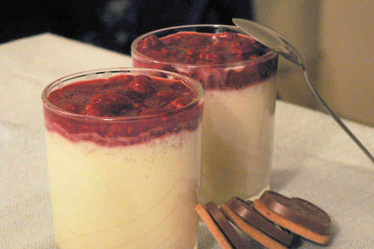 Mousse au chocolat blanc et compotée de framboises