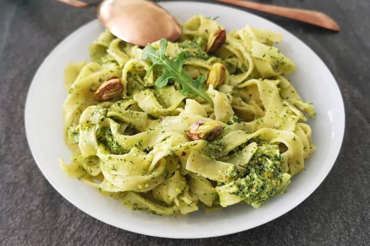 Tagliatelles au pesto de pistaches et huile d'olive