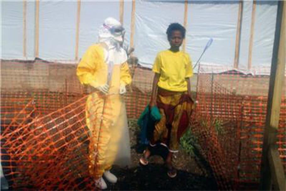 """Epidémie Ébola en Guinée: """"Il faut à tout prix éviter que les malades se terrent chez eux"""""""