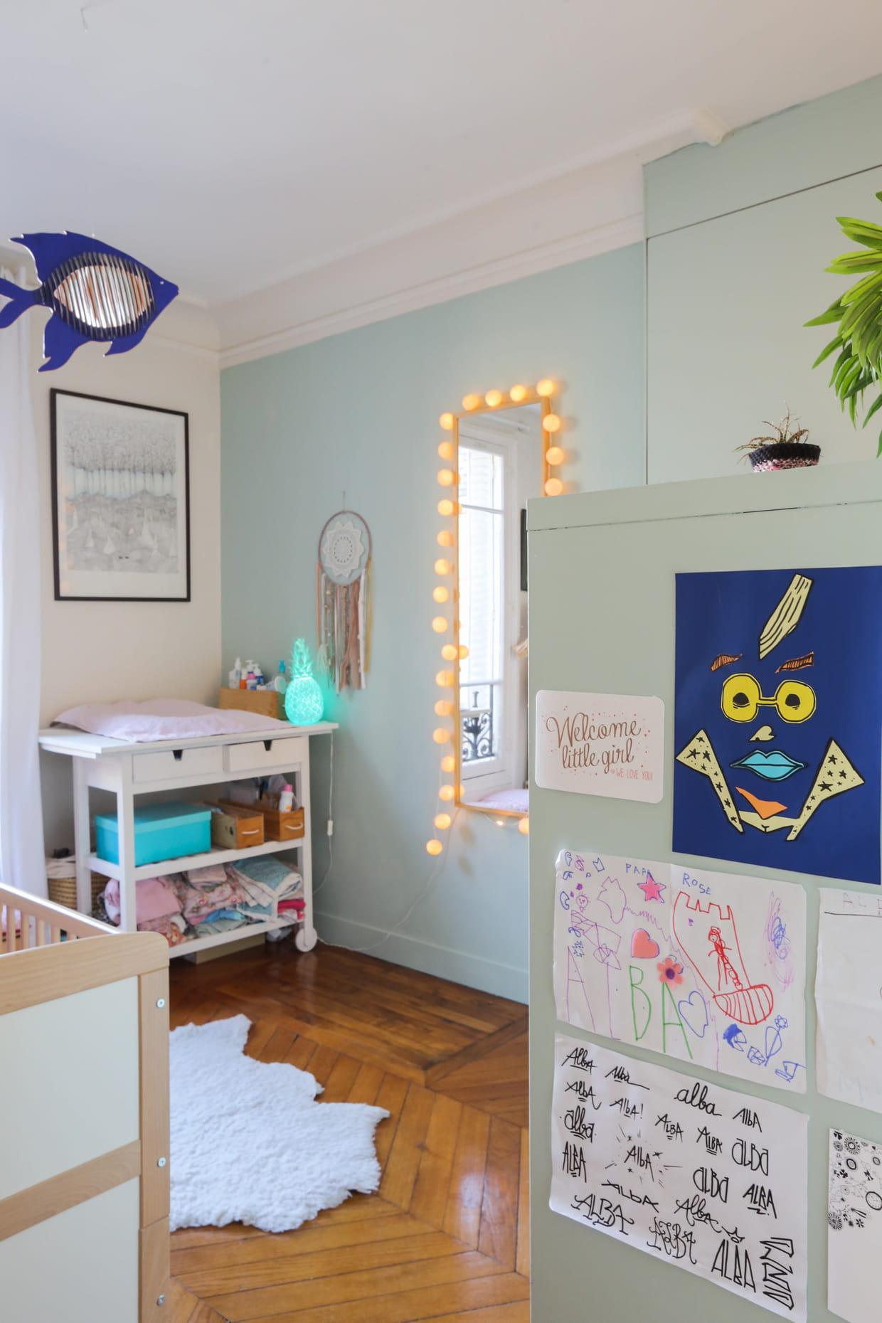 une chambre de b b vert d 39 eau. Black Bedroom Furniture Sets. Home Design Ideas