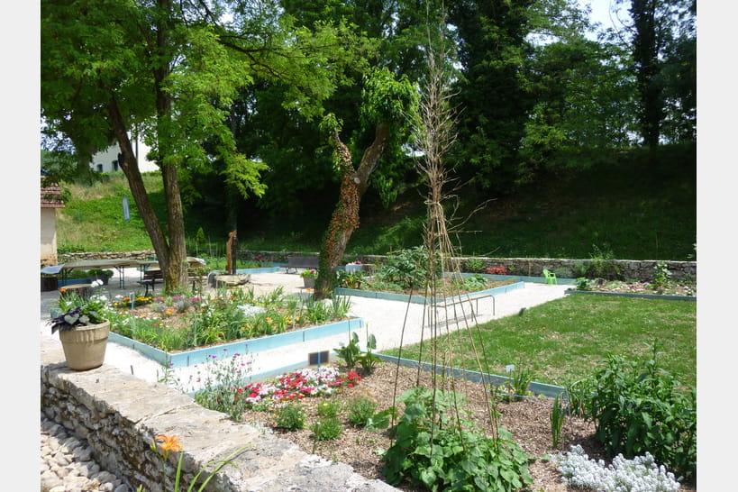 Murs murs il se dit qu 39 un jardin collectif a t cr for Cree un jardin