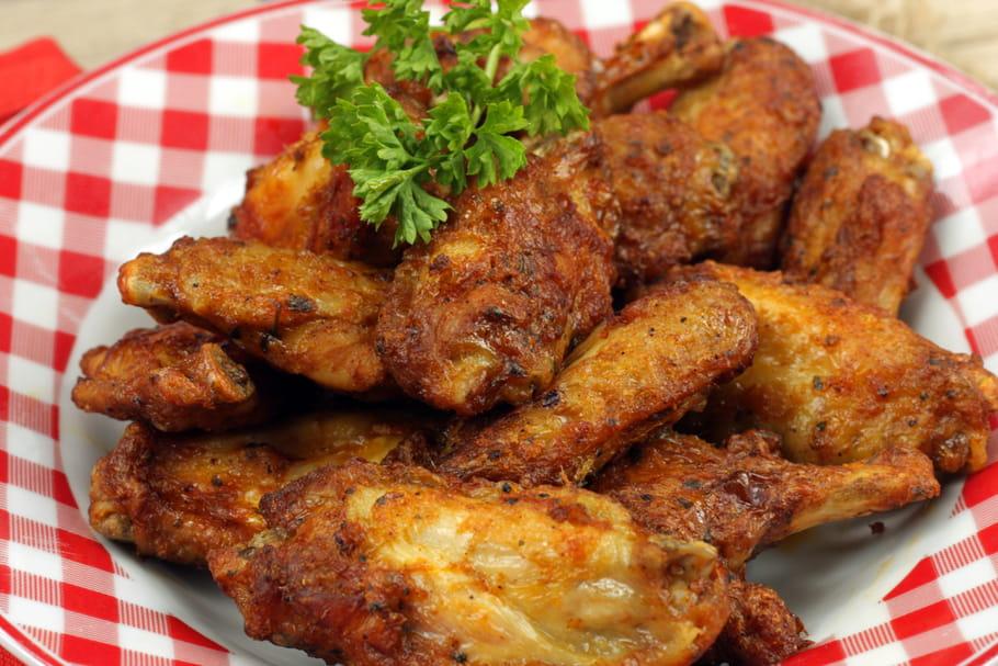 Comment d sosser facilement un aileron de poulet - Comment cuisiner des escalopes de poulet ...