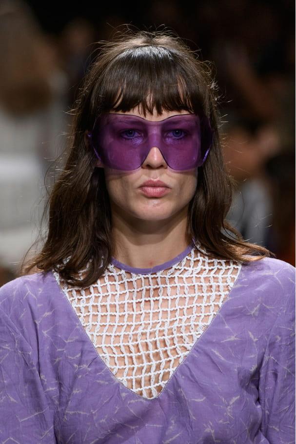 Le masque de soleil violet du défiléVéronique Leroy
