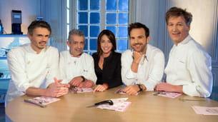 les autres membres du jury et virginie guilhaume, présentatrice de l'émission.