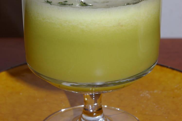 Jus de chou blanc, d'ananas frais et de gingembre