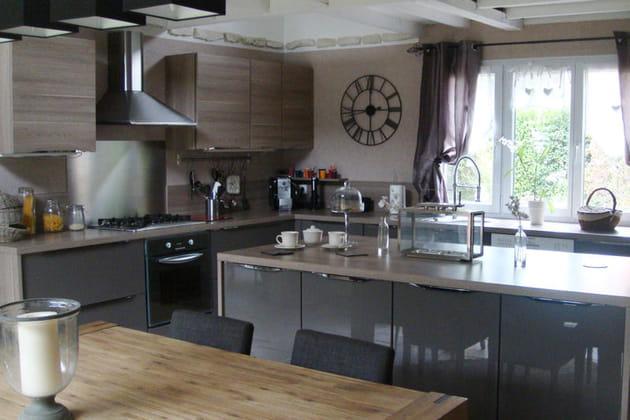 une cuisine fonctionnelle et contemporaine
