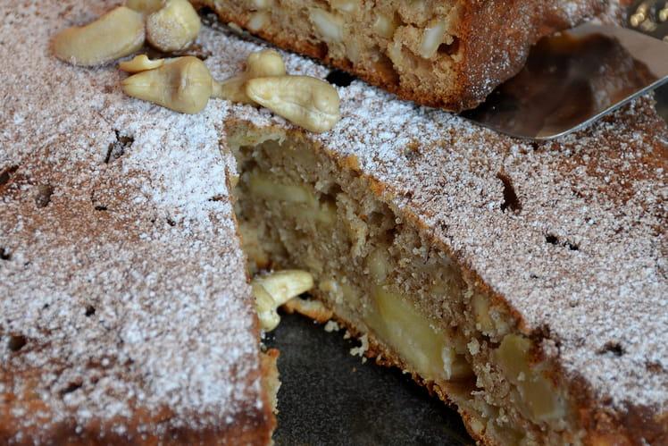 Gâteau aux pommes, noix de cajou, miel et cannelle