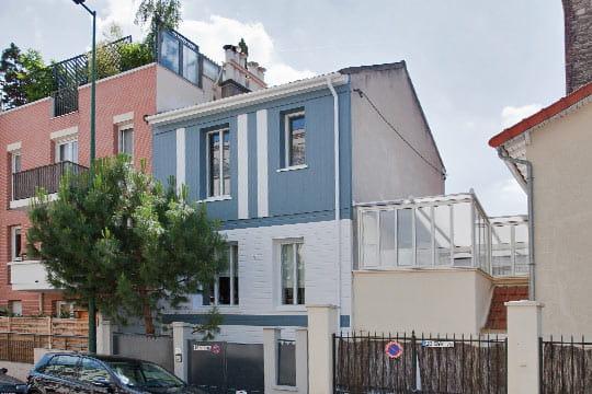 c 39 est une maison bleue. Black Bedroom Furniture Sets. Home Design Ideas