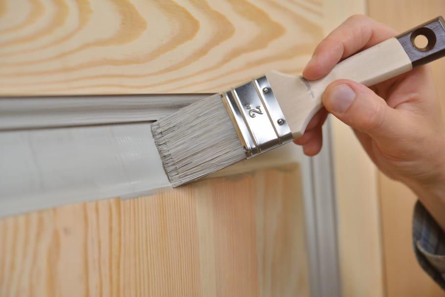 Comment peindre une porte - Peindre une porte en bois deja peinte ...