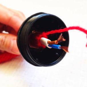 connecter le câble à la douille