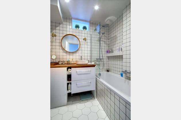 apr s une nouvelle salle de bains carrel e du sol au plafond. Black Bedroom Furniture Sets. Home Design Ideas