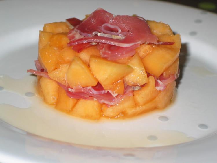 Recette de tartare de melon et sa chiffonnade de parme la recette facile - Melon jambon cru presentation ...