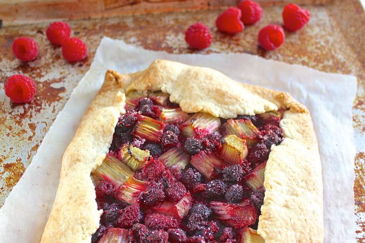 Tarte rustique framboises et rhubarbe vegan