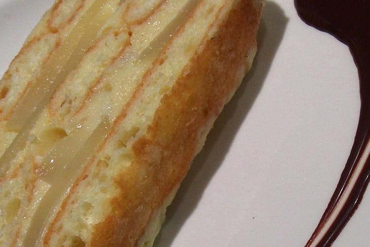 Charlotte aux poires à la crème d'amandes et crème anglaise