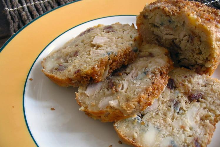 Cake au poulet, roquefort et dattes