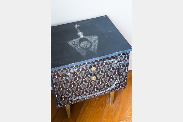 De Customisée Une De Chevet Une Table Table 29EIeHWDY