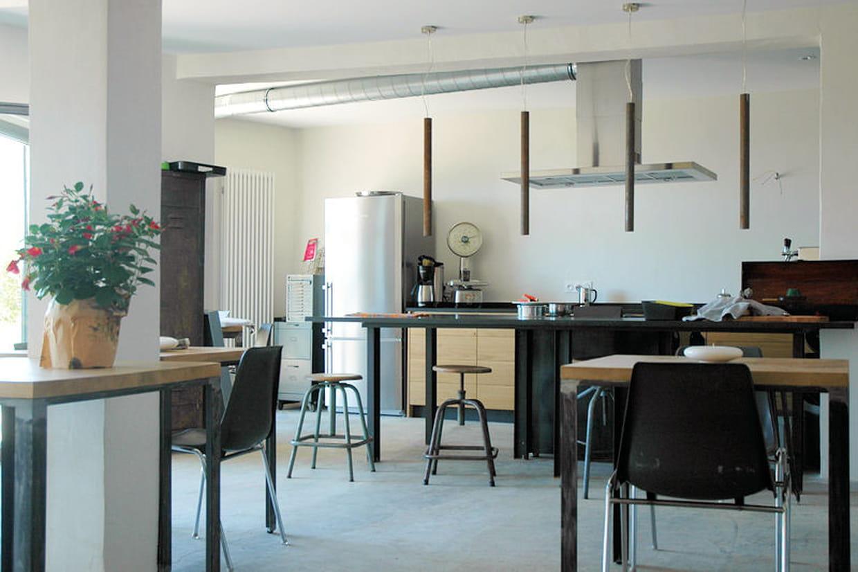 une cuisine spacieuse l 39 esprit industriel. Black Bedroom Furniture Sets. Home Design Ideas