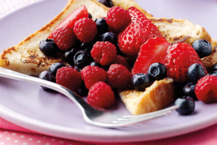 Tartines de pain perdu aux fruits rouges