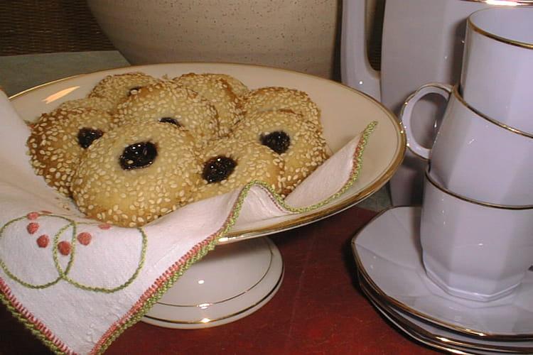 Biscuits au sésame et à la gelée de mûres
