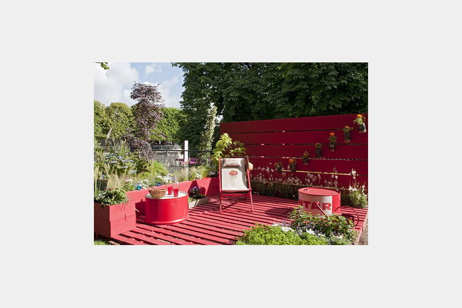une terrasse recycl e des id es design pour le jardin aux tuileries journal des femmes. Black Bedroom Furniture Sets. Home Design Ideas